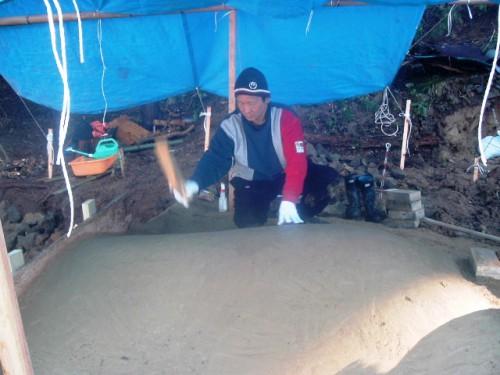 竹炭の炭窯を造る