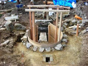 側面壁を作る(伊豆炭窯)