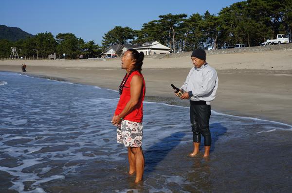 弓ヶ浜でアウトリガーカヌーの進水式