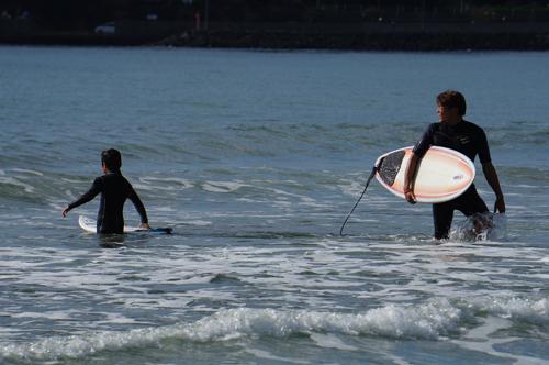 弓ヶ浜で親子サーフィン
