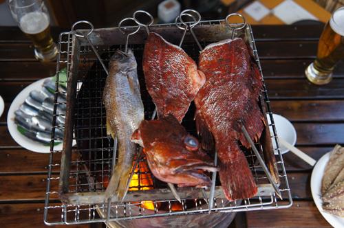 ムツ、真カサゴ、マイワシの炭火バーベキュー、こんな贅沢な海鮮バーベキューは・・・。