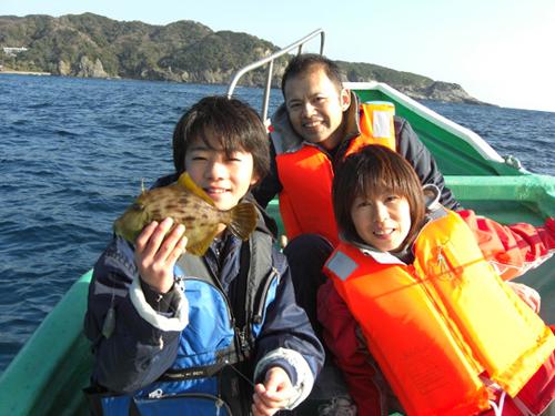 カワハギ釣りは小学生以上なら釣れます。