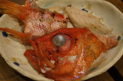 ジキンメのなし割りしたカブトの半身とカマは塩焼きで。