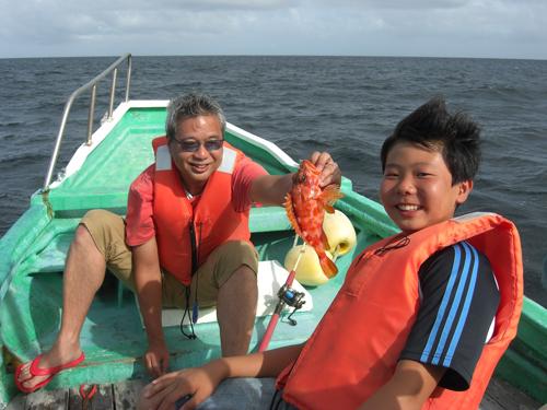 船釣り中の父と息子、そこには母といえども入れない男同士のつながり・・・
