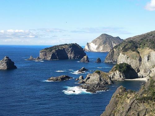 伊豆半島最南端の石廊崎から南伊豆の海岸線を眺める