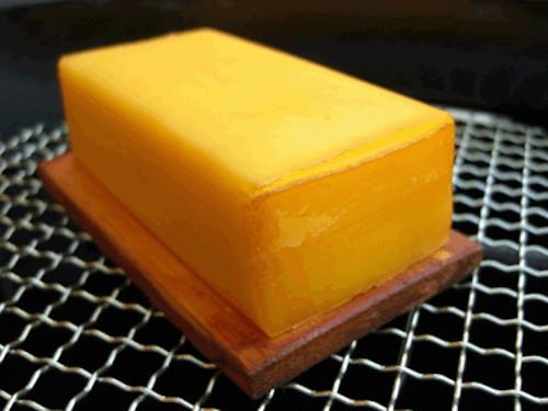 チーズは燻製にすると味が化ける