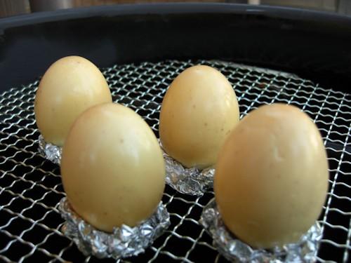 ゆで卵を燻たまにする