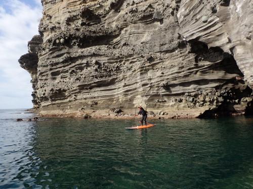 何万年、何十万年前の地層が明確に出ている岸壁