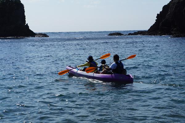 弓ヶ浜でファミリーでシーカヤックを楽しむツアー