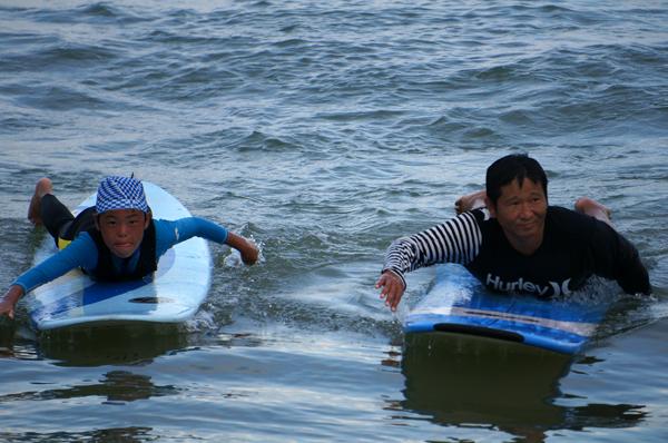 弓ヶ浜で早朝サーフィン