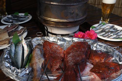 今日のコテージ宿泊客のランチはこんな感じの地魚バーベキューでした。