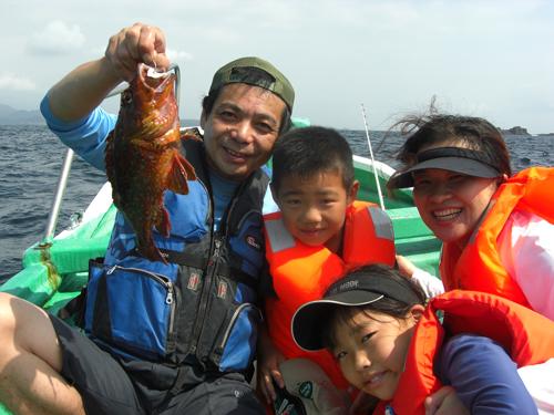 40cm以上のカンコ(ウッカリカサゴ)を釣り上げて大喜び!