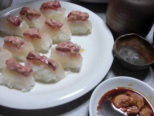 カワハギの肝のせ寿司、釣り人しか味わえない南伊豆の絶品です。