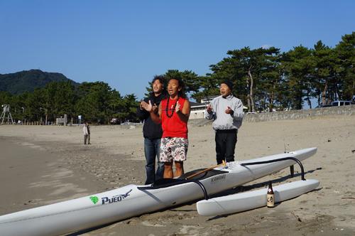 南伊豆シーカヤックの伝道者塩島さんのアウトリガーカヌーの新艇進水式で。