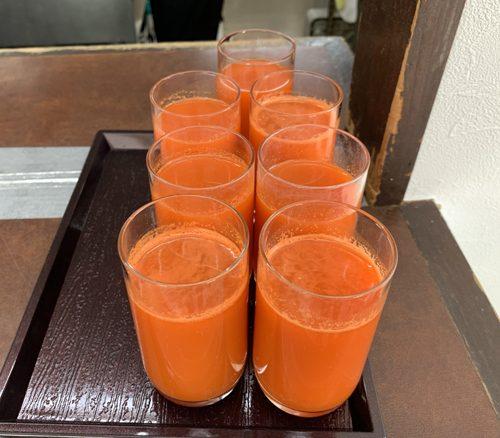 朝、昼、晩の3食はこのにんじんジュースのみ。