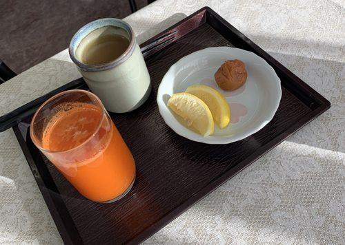 8日目の朝食はにんじんジュース1杯でランチからいよいよ捕食が始まる。